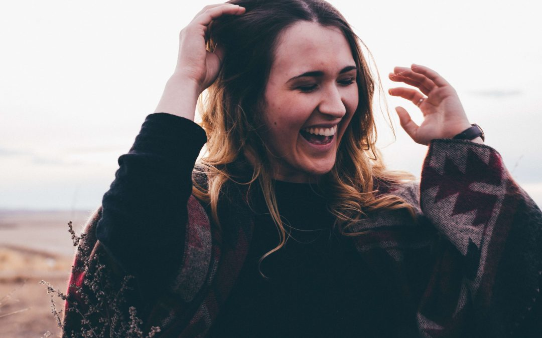 beneficios de la risa que desconocías mujer reir