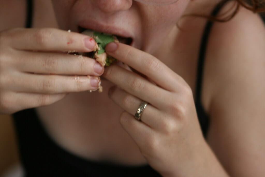 bulimia comida mujer atracon diferencia entre atracón y bulimia